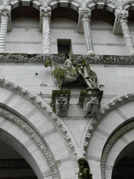 Kip Sv.Martina, ki si para plašč, da bi ga delil z beračem v stiski