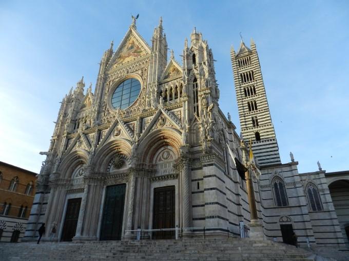 Duomo - Sienski Duomo je med najveličastnejšimi Italijanskimi katedralami, v celoti zgrajen v gotskem slogu.